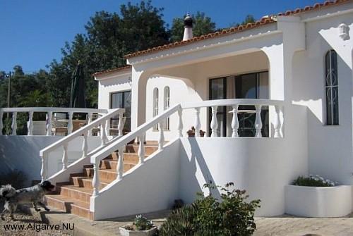 The main entrance from Vila Maria.